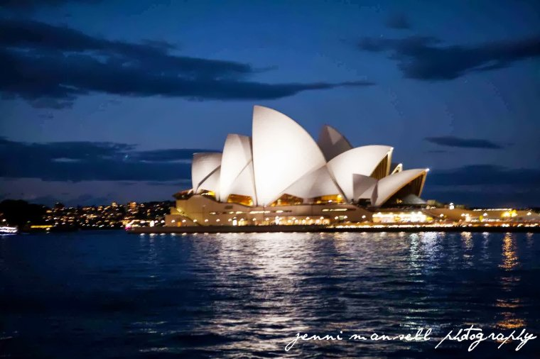 Just in case you haven't seen enough pics of the opera house, here's one more.  :)
